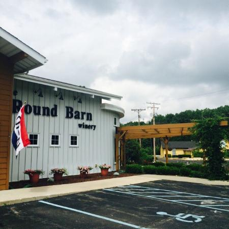‪Round Barn Tasting Room - Union Pier‬