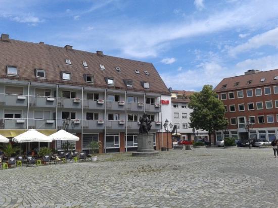 Hans-Sachs-Platz und Hans-Sachs-Denkmal