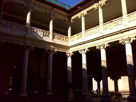 Museo de Burgos : Casa Miranda: patio.