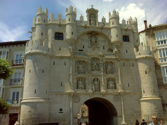 Arco y torre de Santa María. - Picture of Arcos de Santa Maria, Burgos - Trip...