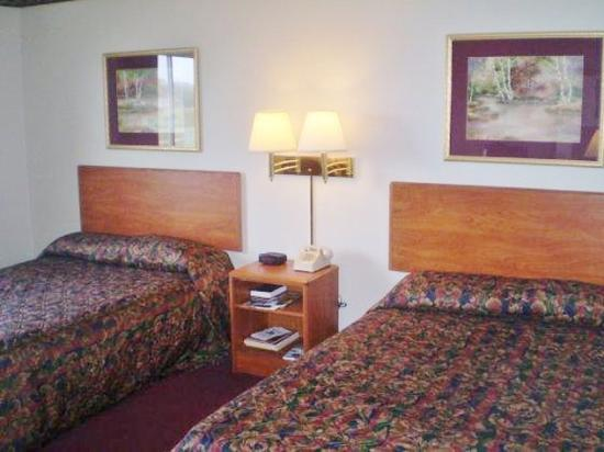 Gaylord, MN: Two Double Beds Accessible