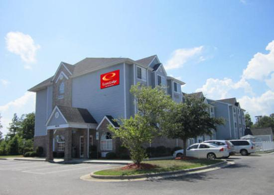 Photo of Econo Lodge Inn & Suites Shallotte