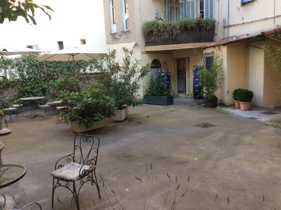 Chanteclair: Garden patio
