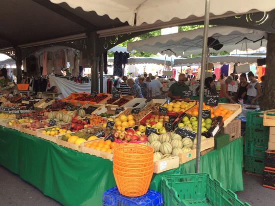 Chanteclair: Forville market next door