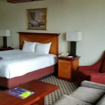 Harrah's Joliet Hotel And Casino: more of the room