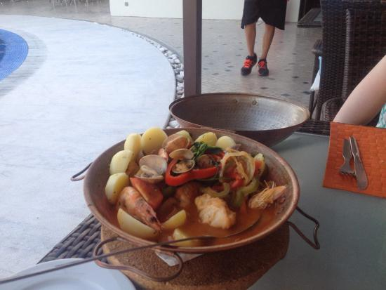 O Pirata: Best fish dish ever. Cataplana with monkfish, prawns and clams.  Brilliant meal and great servic