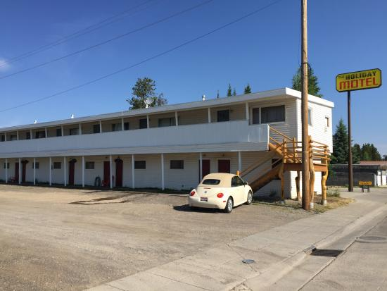 Holiday Motel: View of the outside of the hotel - gravel parking lot - pull right up to your room
