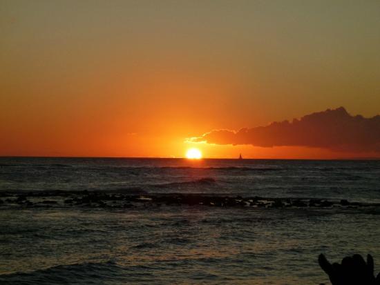 Marriott's Waiohai Beach Club: Golden Sunset from Poipu Beach Marriott's Waiohi Beach Resort