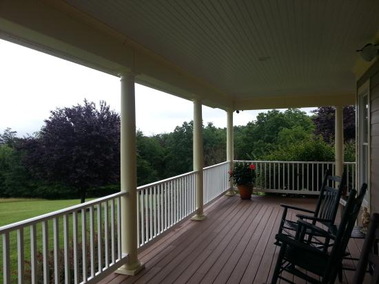 The Country Inn at High View, LLC: Porch other view
