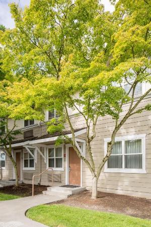 TownePlace Suites Portland Hillsboro: Each guest suite offers private, exterior  entrances