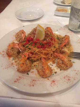 Lugano Ristorante: Great food & I would definitely eat here again and again. My shrimp oreganata was delicious