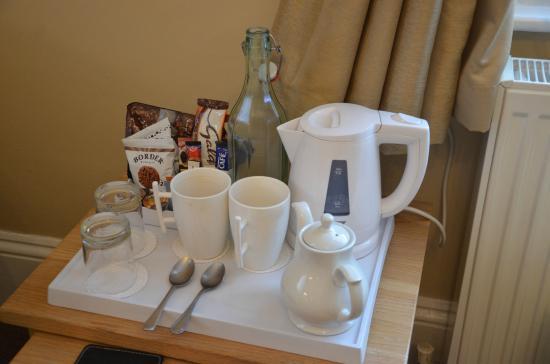 إلمدين هوتل: Tea making facility's with biscuits
