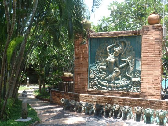 Salad Beach Resort: Tropical Garden