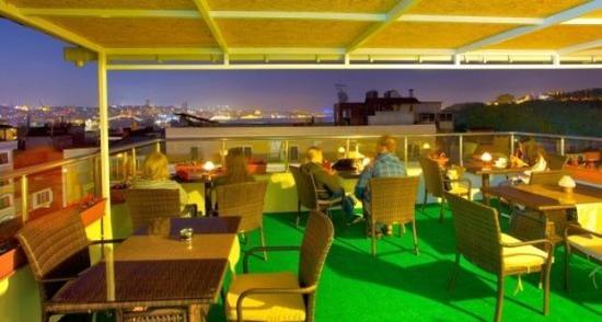 Raymond Hotel: Bar
