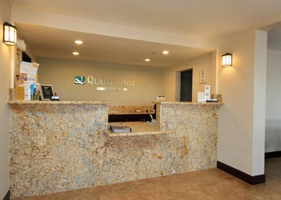 Quality Inn & Suites Phoenix: AZLobby Front Desk View
