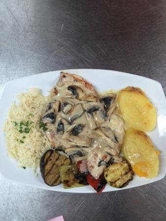 Ratatouille Restaurant: chicken ala creme