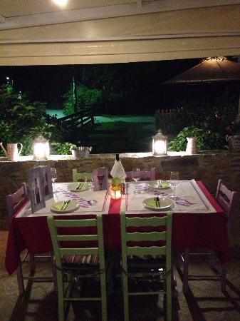 Ratatouille Restaurant: table deco