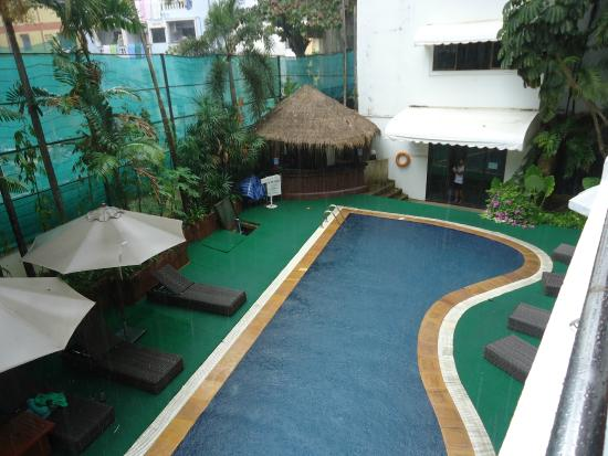 Inn Patong Beach Hotel Phuket : бассейн