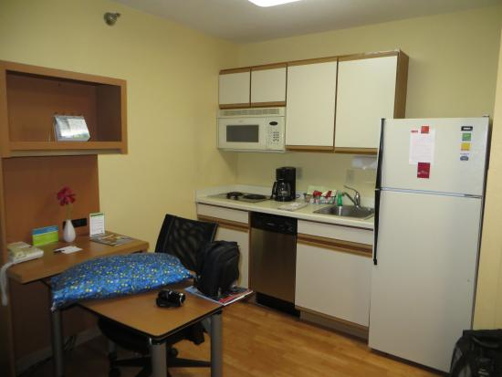 TownePlace Suites Sioux Falls : Kitchen area