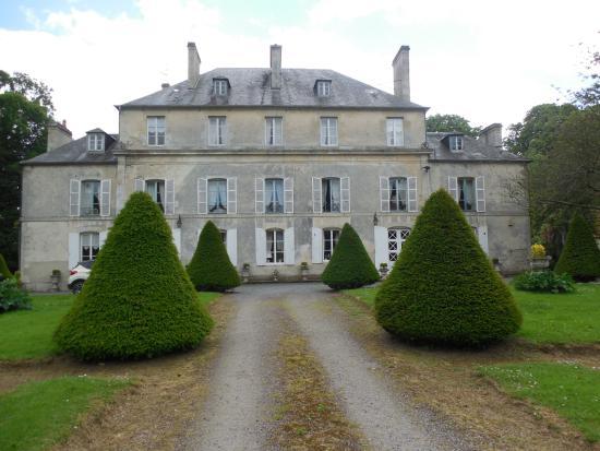 Chateau de Goville : Chateau exterior view