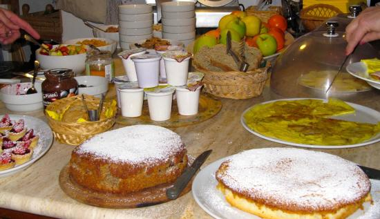 Agriturismo Marciano: home baked breakfast