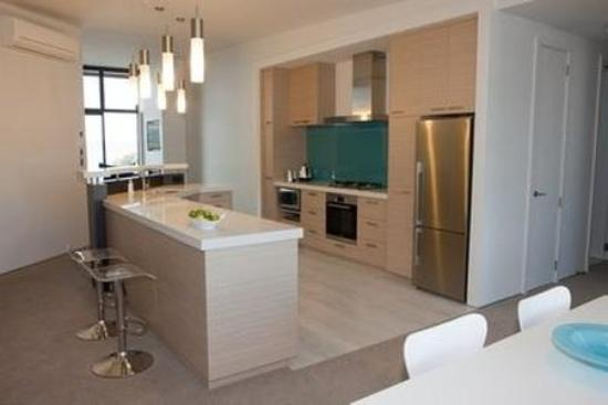Navigate Seaside Hotel & Apartments: Vue Apartment Kitchen