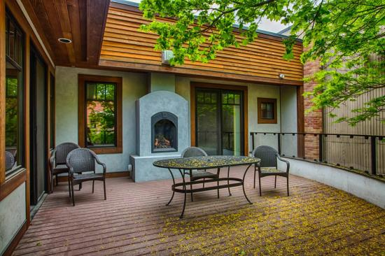 Whitefish Downtown Suites : Stunning Patio in Suite 2