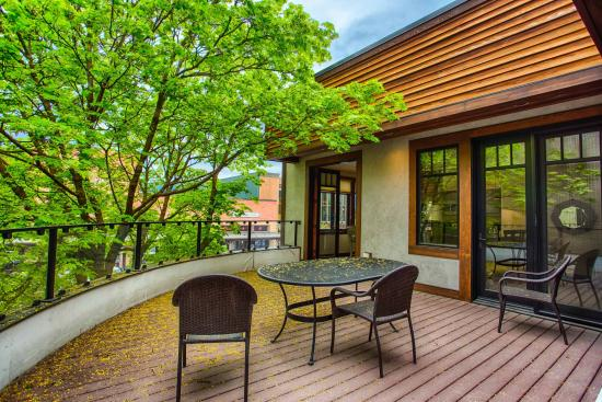 Whitefish Downtown Suites : Stunning Patio in Suite 2 with Gas Fireplace