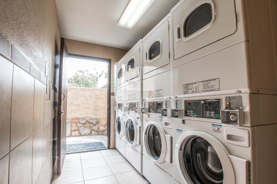 Quality Inn and Suites Near the Border: LAUNDRY