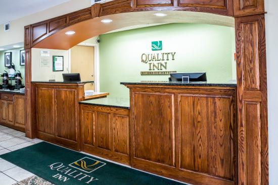 Quality Inn: Interior