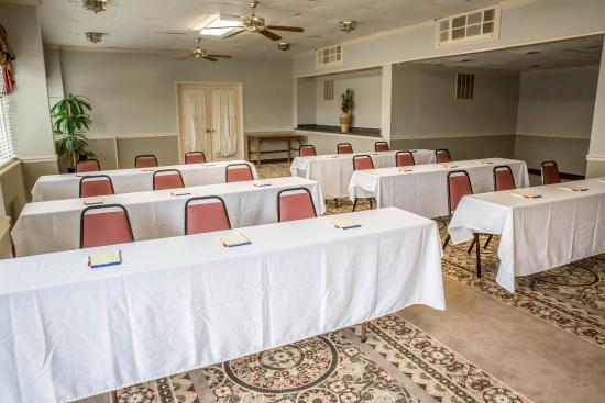 Econo Lodge: Conference