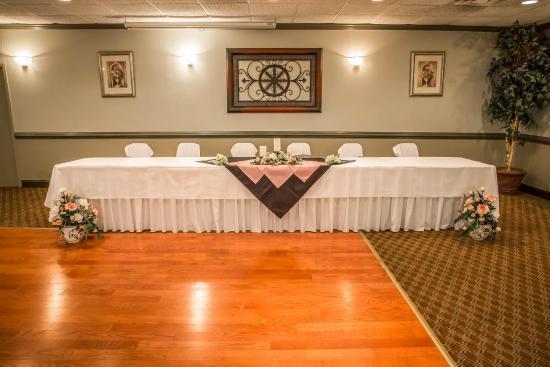 Econo Lodge: Ballroom