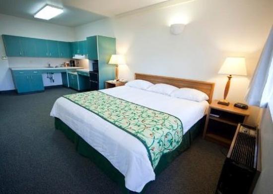 Idaho Inn: One King Room Handicap Access