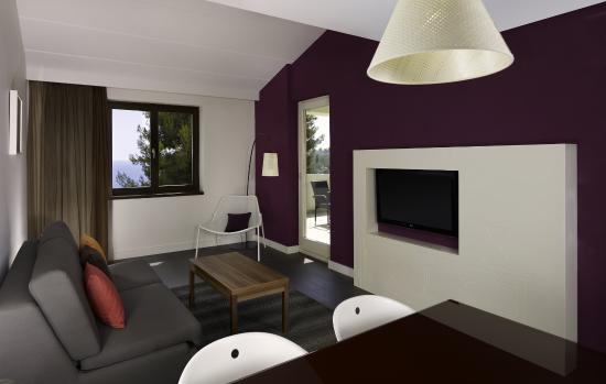 Park Plaza Verudela Pula: Apartment living room