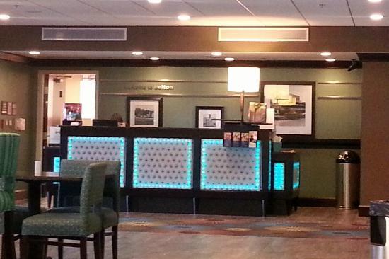 Hampton Inn Belton / Kansas City area: front desk looking from dining area