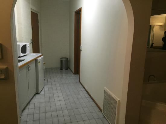 Hamiltons Townhouse Motel: Kitchenette - clean