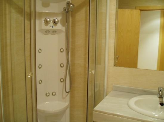 Santovenia de Oca, Spain: Bathroom