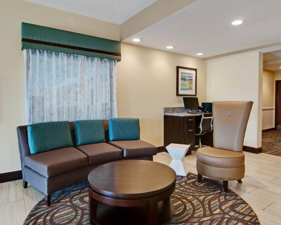 Comfort Inn Mount Airy: NCLobby Sitting Area