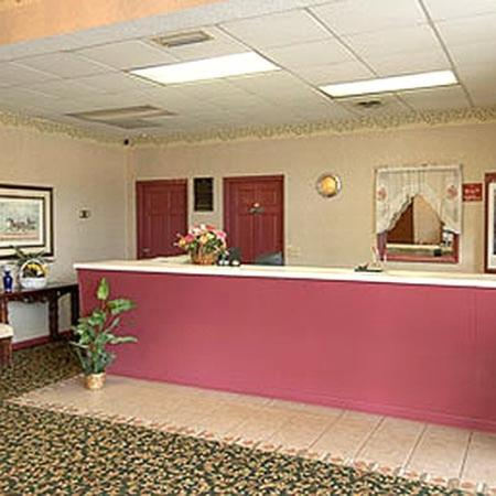 Travelers Inn & Suites Forest City : Office