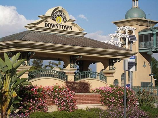 Pomona Lodge: Downtown Pomona