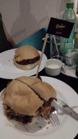Photo of Restaurant Burger Rocks at Rua Antonio Maria Coelho 4554, Campo Grande 79021-170, Brazil