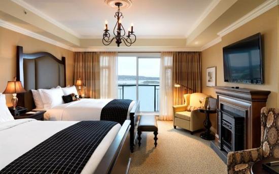 Oak Bay Beach Hotel: 2 Queen Suite