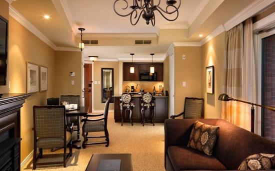 Oak Bay Beach Hotel: En Suite Amenity