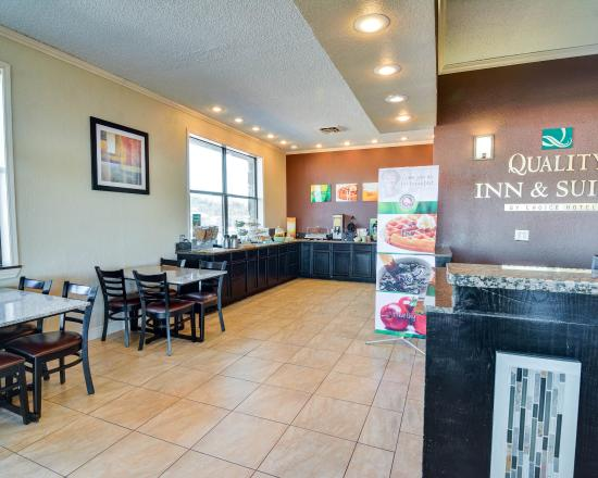 Quality Inn & Suites: ARBreakfast Seating