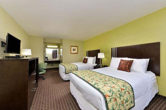 Americas Best Value Inn Six Flags/Vallejo/Napa Valley : Two Queen Bed Guest Room