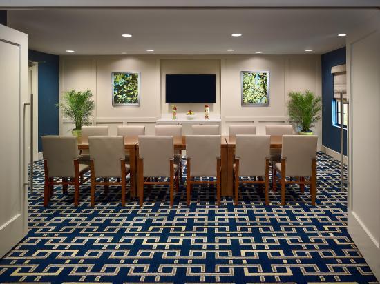 Sonesta ES Suites Schaumburg: Boardroom