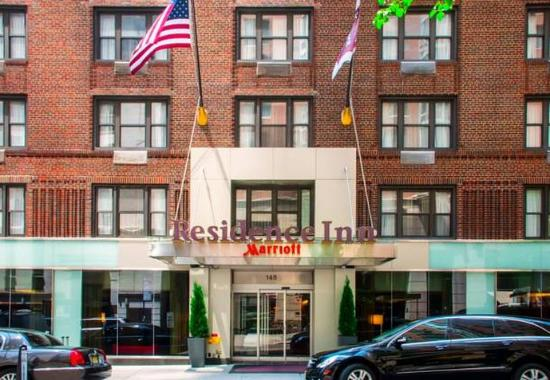 Residence Inn New York Manhattan/Midtown East: East 48th Street between Lexington and 3rd Avenues