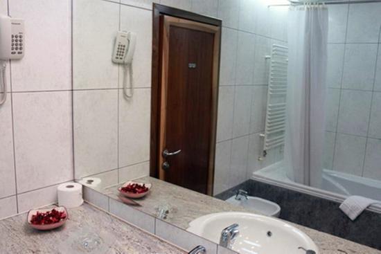Hotel Brass : Bathroom