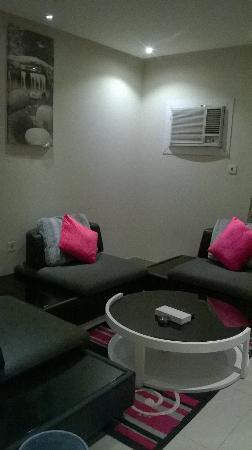 Al Janadriyah Suites 7 : Drawing Room/Living Room