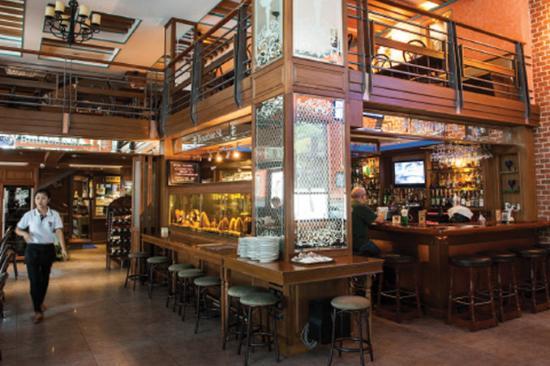 เบอร์เบิ้น สตรีท บูติค: Bar Restaurant